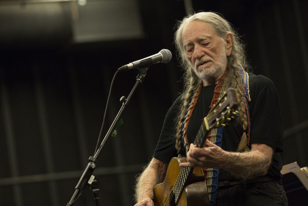 Album Review: Willie Nelson's 'Ride Me Back Home'